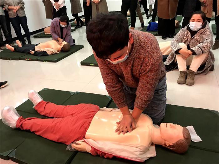 塔城地区红十字会举办应急救护知识技能托里培训班